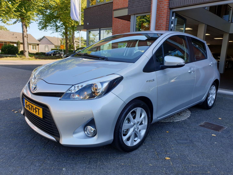 Toyota Yaris 1.5 full hybrid dynamic,navi,camera,pdc
