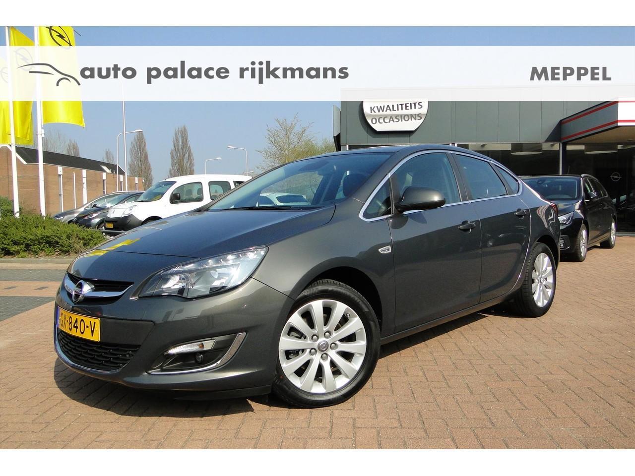 Opel Astra 1.6 cdti 110pk cosmo sedan navi/trekhaak