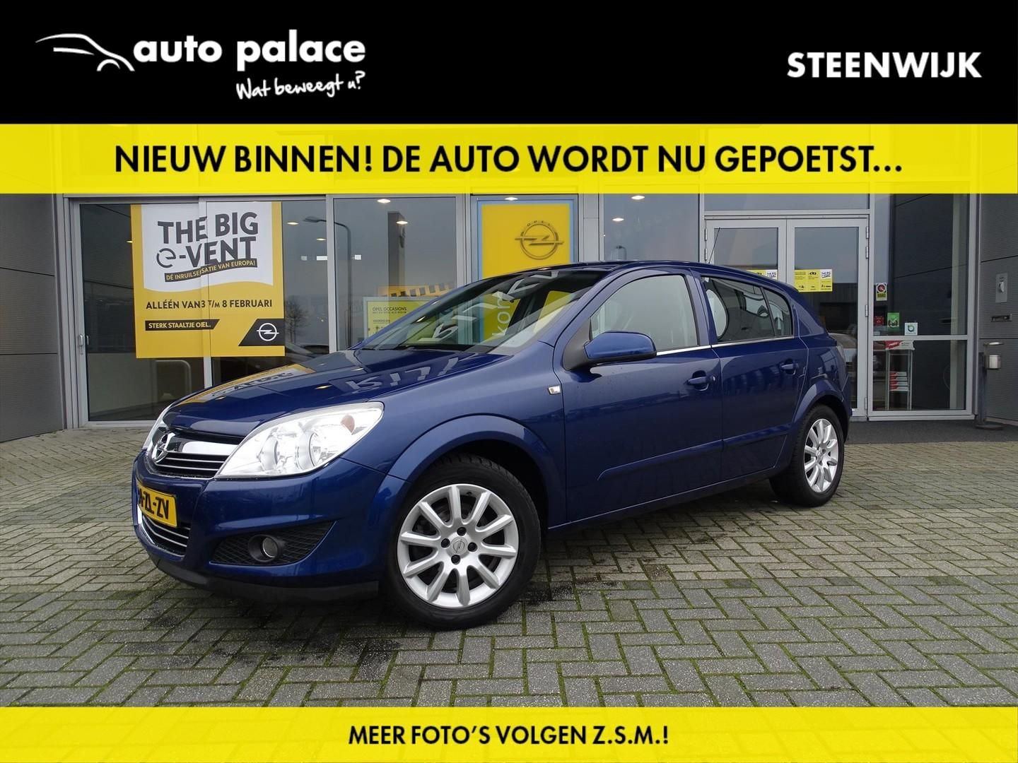 """Opel Astra Edition 1.4 90 pk - 5drs - trekhaak - airco - cruise control - comfort seat pack - 16"""" lm - nette auto!"""