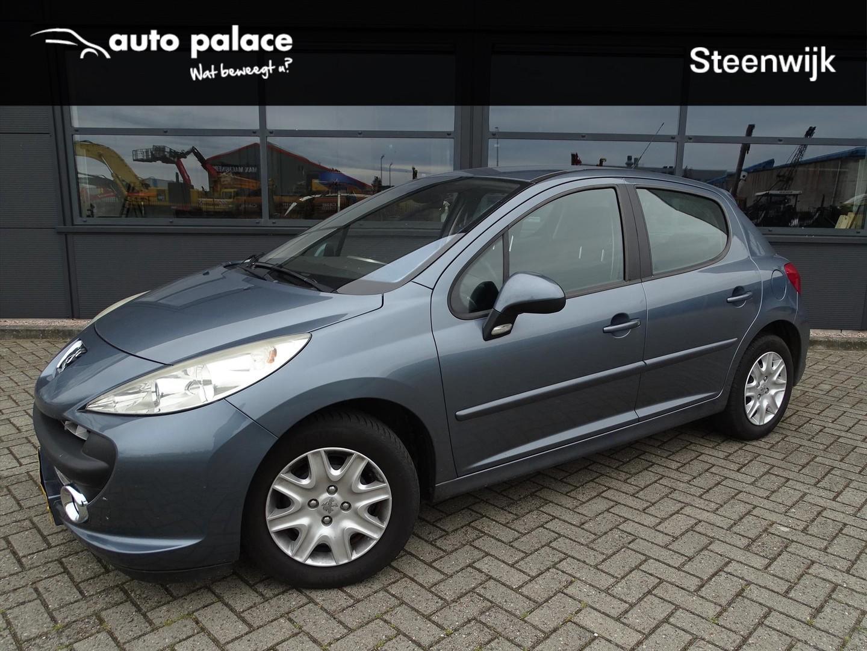 Peugeot 207 Xs 1.4 88 pk - 5drs - trekhaak - climate - nette auto!