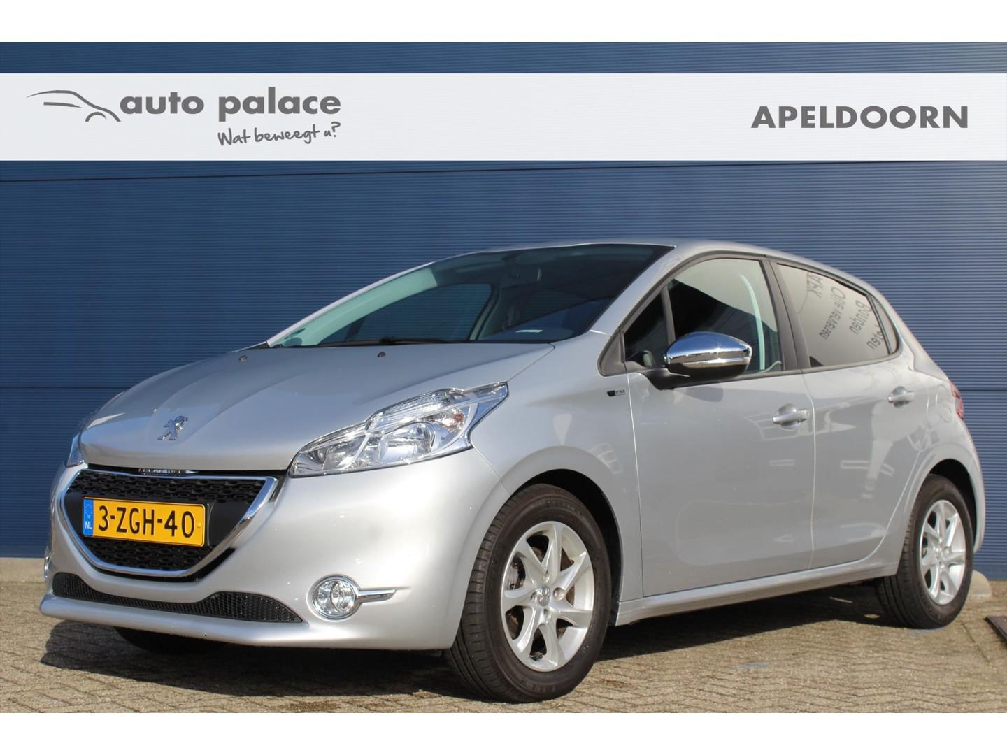 Peugeot 208 1.2 82pk 5d style lage km stand! navi, cruise control, airco!