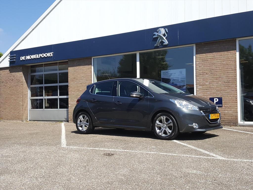 Peugeot 208 Blue l. executive 1.2vti-82pk automaat,trekhaak,climate&cruise