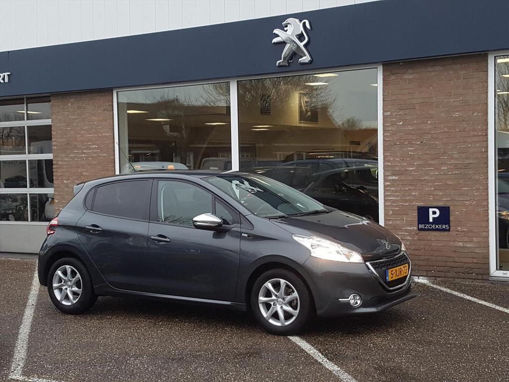 Peugeot 208 1.2 puretech automaat 82pk style navi/climate/parkeersensoren