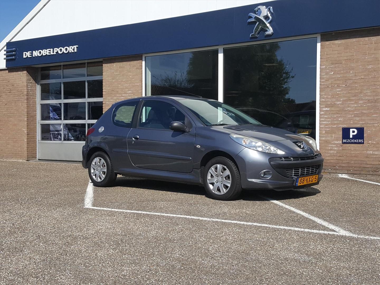 Peugeot 206+ 1.4 75pk 3-deurs airco elektr ramen reservewiel radiocd