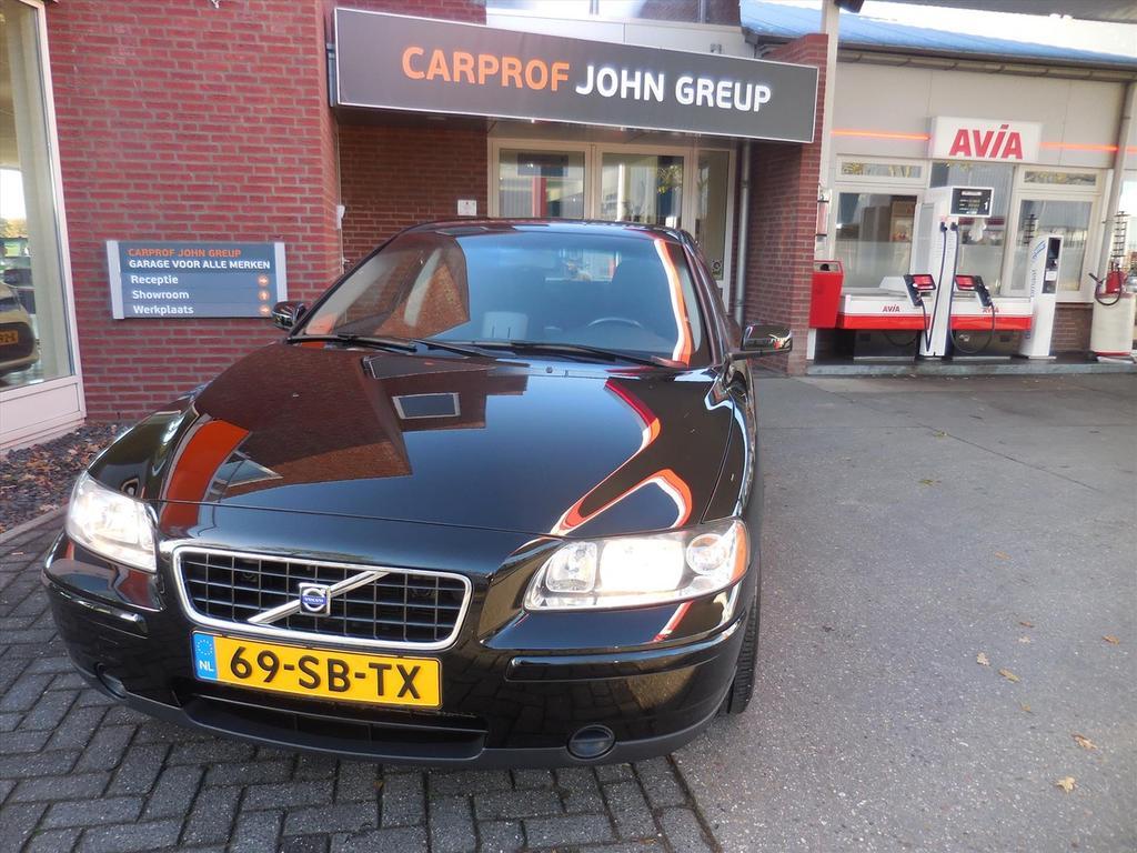 Volvo S60 2.4 140pk kinetic - navi - new.