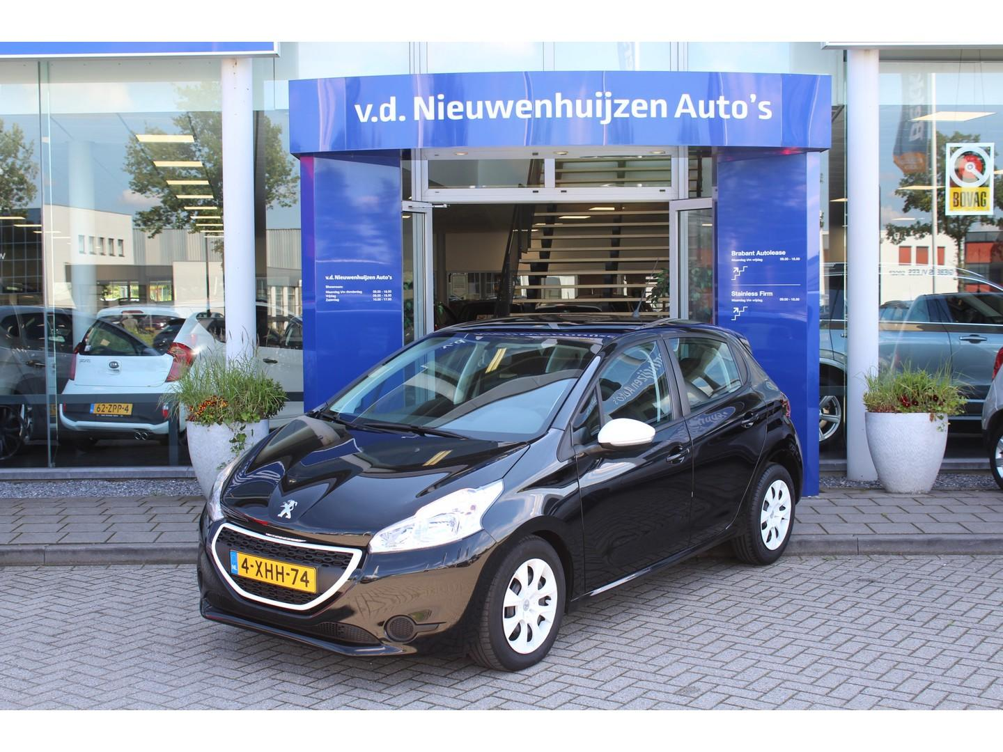 Peugeot 208 1.0 vti like airco, cruise controle info: dhr elbers 0492-588982 of e.elbers@vdnieuwenhuijzen.nl