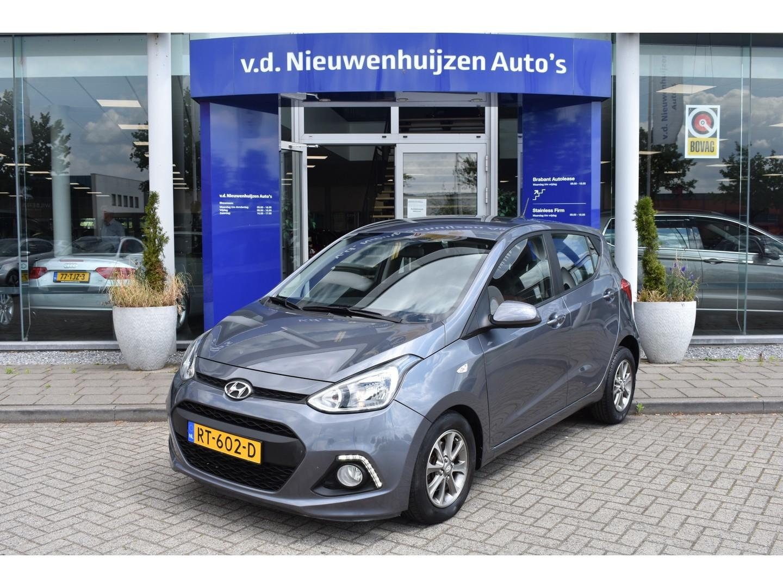 Hyundai I10 1.0i i-drive stoel- en stuurwielverwarming / airco / cruise info: 06-20210707 of sven@vdnieuwenhuijzen.nl