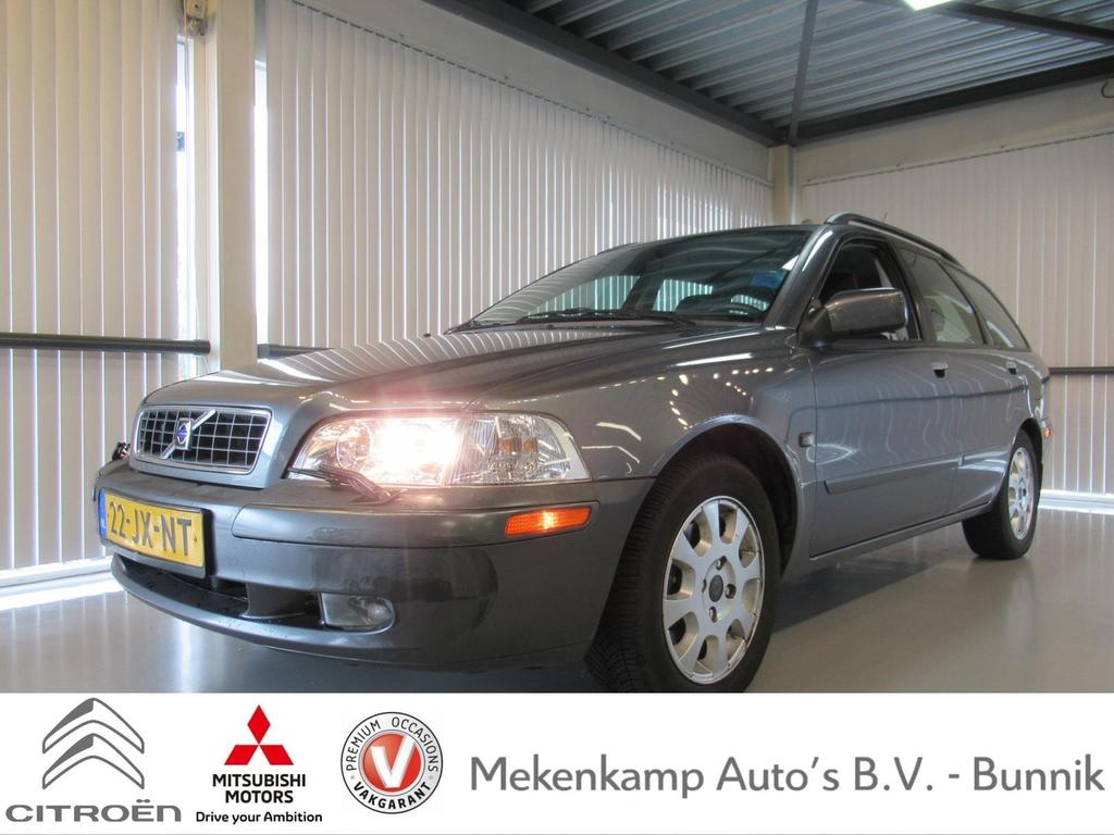 "Volvo V40 1.8 europa 15""/stoelverwarming/climate/cruise/trekhaak/radio-cd"