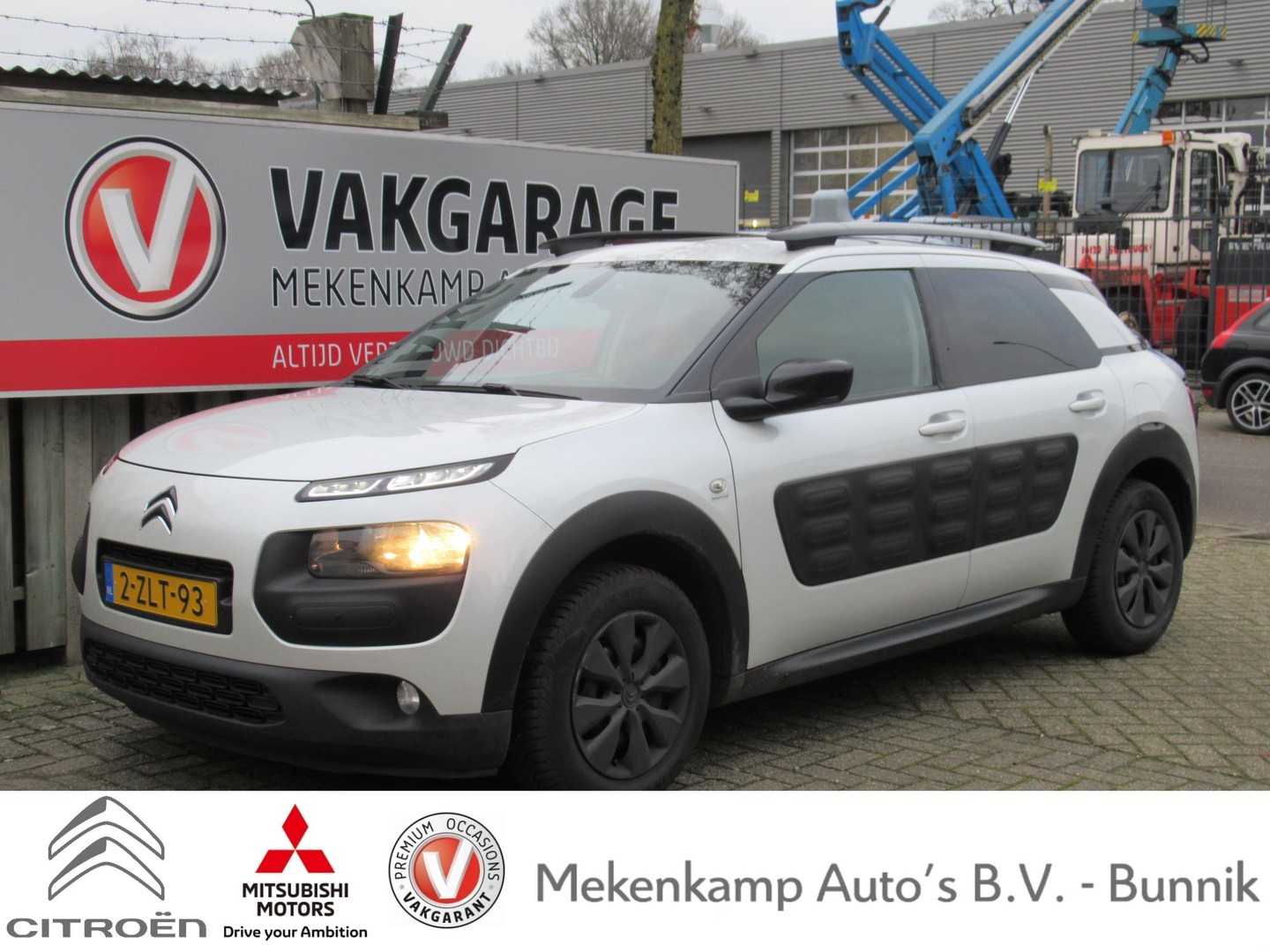 Citroën C4 cactus 1.6 bluehdi shine panoramadak/trekhaak/navigatie/pdc v+a/camera/bluetooth