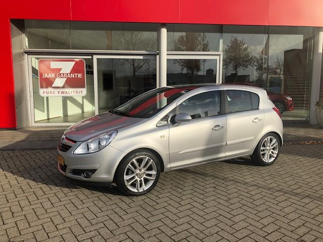 Opel Corsa 1.4-16v cosmo 61.000km pano-dak incl. fietsendrager orgineel geintegreerd info roel 0492-588951