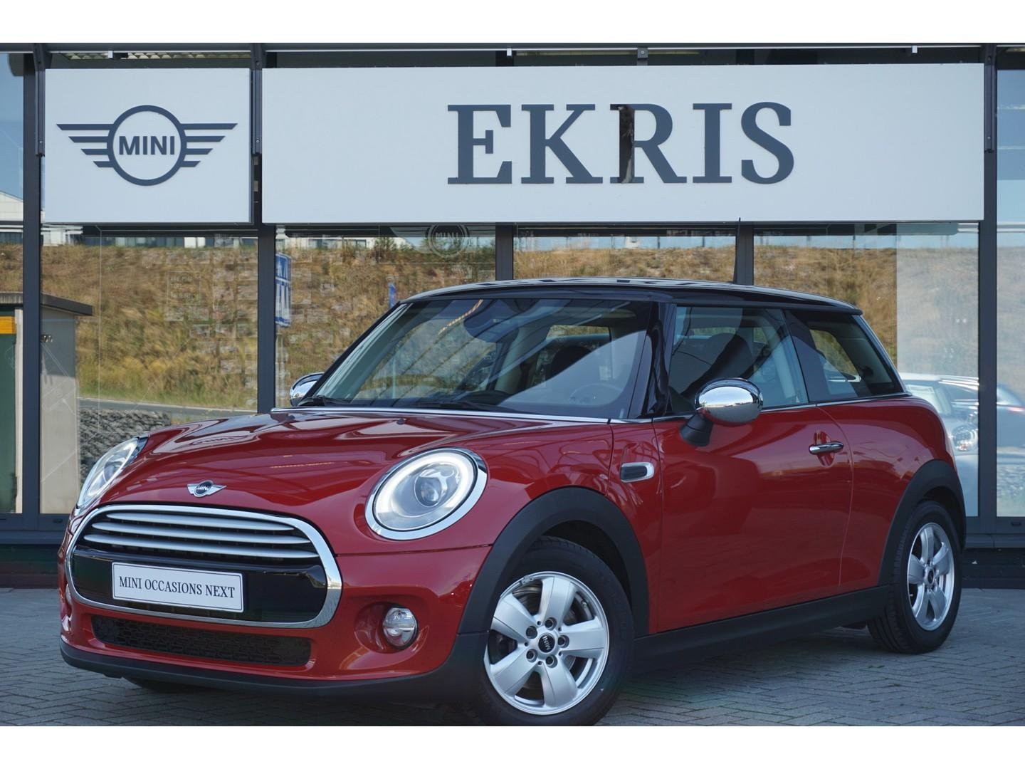 Mini 3-deurs Cooper wired + climate control + pdc achter